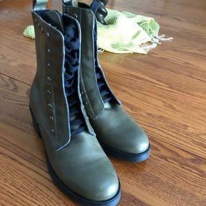 Gabriella boots;